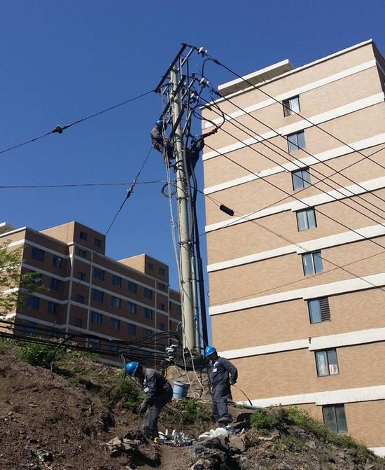 《建工綜合開發有限公司線路遷改工程》施工現場2